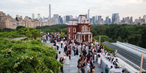Metropolitan area, City, Urban area, Tourism, Public space, Metropolis, Crowd, Tower block, Landmark, Tower,