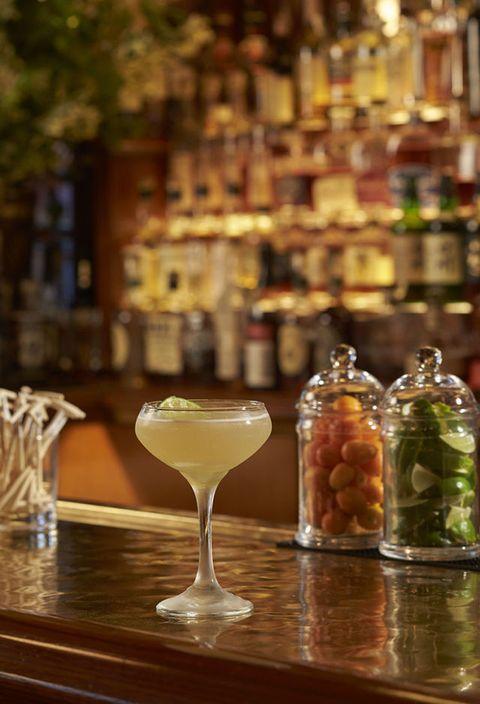 Glass, Drinkware, Barware, Stemware, Tableware, Bottle, Alcoholic beverage, Alcohol, Drink, Serveware,