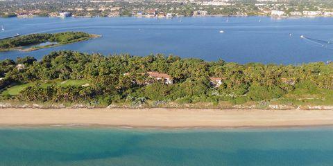 Body of water, Coastal and oceanic landforms, Water resources, Water, Shore, Coast, Bank, Aqua, Beach, Azure,