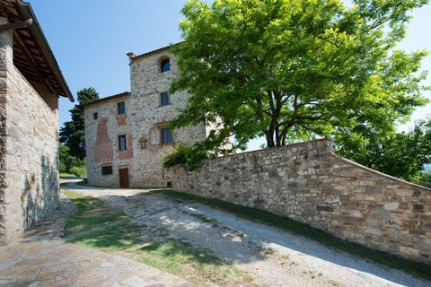 Wall, Property, Stone wall, Building, Fortification, Tree, Architecture, House, History, Village,