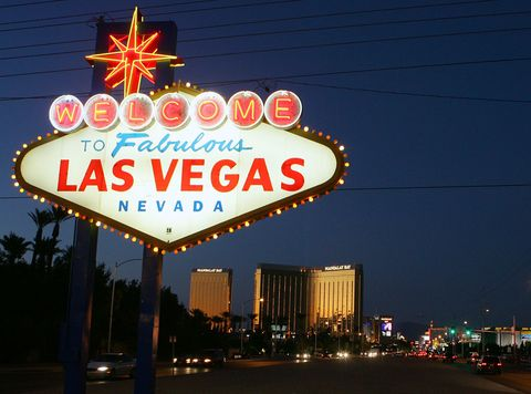 Electricity, Landmark, Signage, Electronic signage, Neon sign, Neon, Electrical supply, Metropolis, Midnight, Downtown,