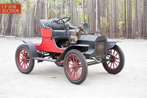 Tire, Automotive design, Automotive tire, Rim, Fender, Tread, Antique car, Classic car, Spoke, Classic,