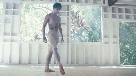 Leg, Human body, Human leg, Textile, Standing, Knee, Chest, Street fashion, Muscle, Barechested,