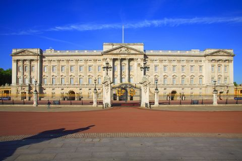 Architecture, Facade, Landmark, Palace, Official residence, Classical architecture, Mansion, Manor house, Column, Stately home,