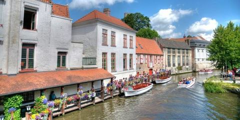 Body of water, Window, Waterway, Water, Watercraft, Neighbourhood, Town, Building, Channel, House,