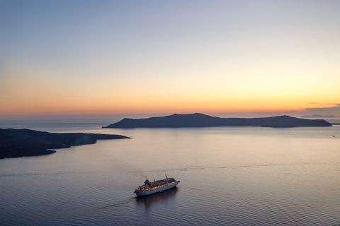 Watercraft, Dusk, Coastal and oceanic landforms, Horizon, Sunset, Waterway, Boat, Sunrise, Evening, Afterglow,