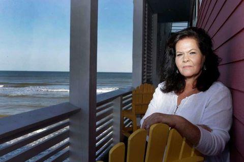 Sitting, Ocean, Comfort, Beauty, Balcony, Sea, Daylighting, Long hair, Wave, Wind wave,