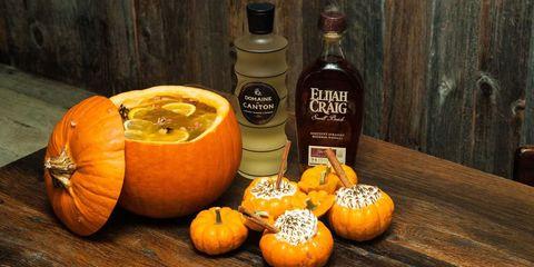 Wood, Calabaza, Squash, Produce, Bottle, Natural foods, Winter squash, Vegan nutrition, Pumpkin, Vegetable,