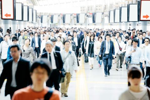 Urban area, Crowd, Fashion, Street fashion, White-collar worker, Commercial building, Employment, Job, Sweater, Service,