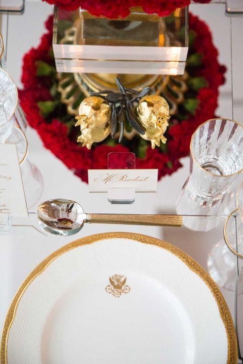 Dishware, Serveware, Home accessories, Plate, Interior design, Porcelain, Kitchen utensil, Platter, Cut flowers, Flower Arranging,