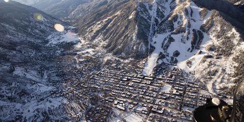 Mountainous landforms, Mountain range, Winter, Glacial landform, Highland, Moraine, Ridge, Valley, Mountain, Slope,