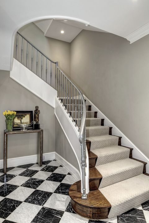 Stairs, Handrail, Property, Interior design, Room, Baluster, Building, Architecture, Home, House,