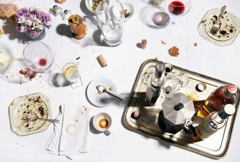 Serveware, Dishware, Electronic component, Kitchen utensil, Circle, Platter, Porcelain, Meal, Recipe, Teacup,
