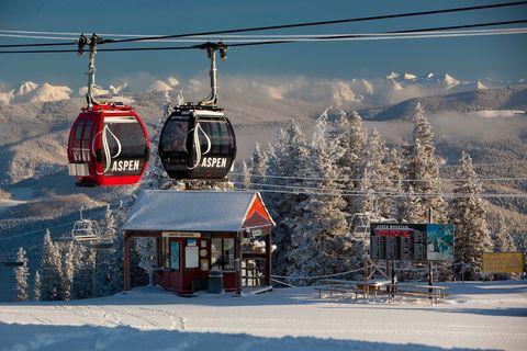 Winter, Mountainous landforms, Freezing, Mountain range, Cable car, Snow, Cable car, Hill station, Mountain, Slope,
