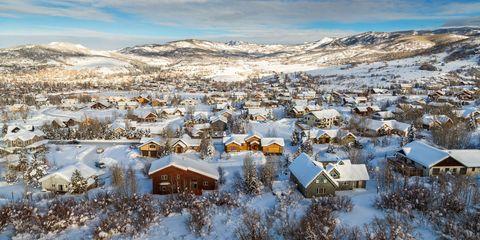 Winter, Freezing, Neighbourhood, House, Roof, Snow, Residential area, Home, Mountain range, Village,