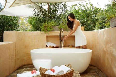 Bathtub, Room, Leg, Leisure, Jacuzzi, House, Interior design, Plumbing fixture, Bathroom, Resort,