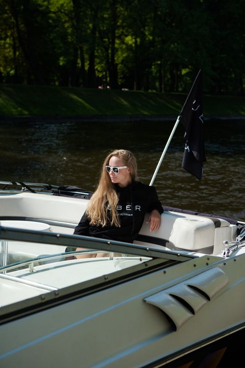 Boat, Watercraft, Recreation, Outdoor recreation, T-shirt, Boating, Glass, Sunglasses, Windshield, Naval architecture,