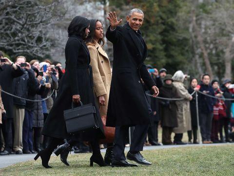 Footwear, Coat, Overcoat, Crowd, Fur, Street fashion, Natural material, Trench coat, Frock coat, Handbag,