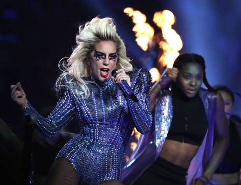 Mouth, Entertainment, Performing arts, Performance, Music artist, Sunglasses, Blond, Performance art, Pop music, Goggles,