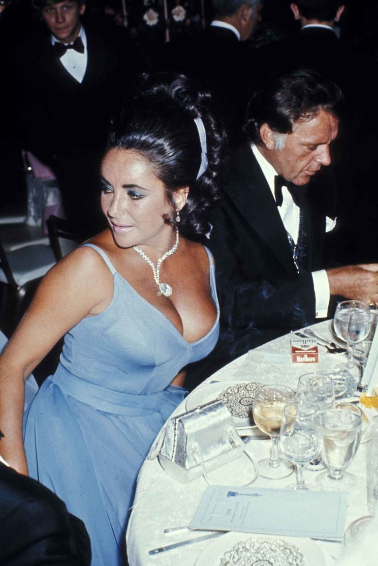 Elizabeth Taylor in Edith Head and her famous diamond necklace.