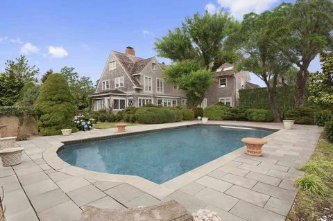 Plant, Property, Swimming pool, Tree, Real estate, House, Garden, Residential area, Villa, Home,