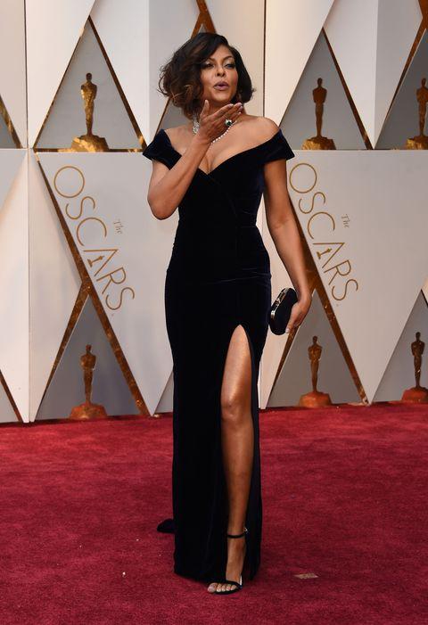Shoulder, Flooring, Dress, Carpet, Style, Fashion, Jewellery, One-piece garment, High heels, Red carpet,