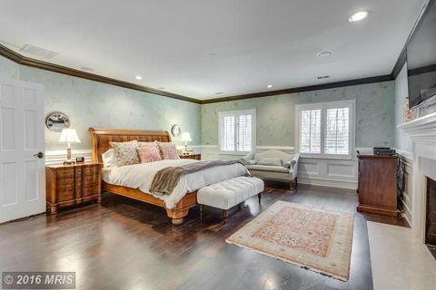 Bedroom, Room, Furniture, Property, Bed, Interior design, Ceiling, Bed sheet, Floor, Bed frame,