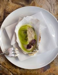 Bouley sends out a single Pemaquid oyster with a thin slice of kiwi, a raw opener that primes the palate for the coming sequence.
