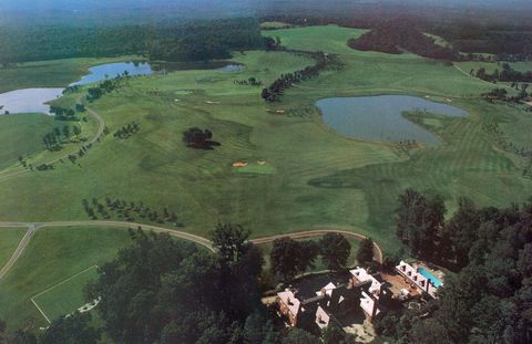 A 1987 aerial view shoes only a fraction of the Kluges' Charlottesville estate.
