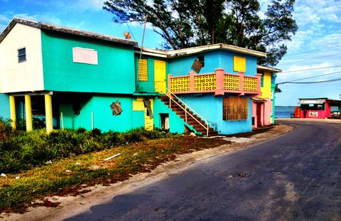 There's really no need to leave the luxury of the hotel, with all its restaurants and beaches. But you do! Compared to overdeveloped islands like Nassau, Bimini has kept its original charm. Walk the streets to see colorfully painted houses,funky shops, and trade greetings with friendly Biminites.
