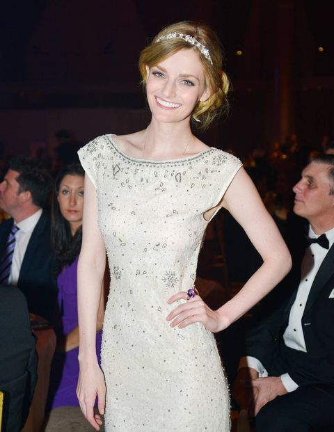 Smile Chair Lydia Hearst (in Alice & Olivia).