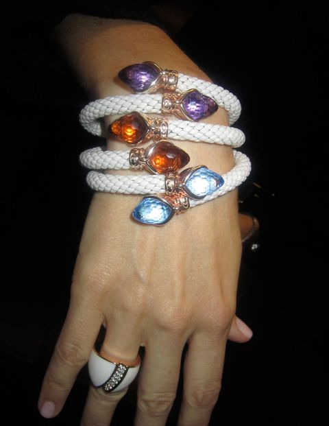 Finger, Skin, Jewellery, Wrist, Body jewelry, Fashion accessory, Nail, Organ, Gemstone, Ring,
