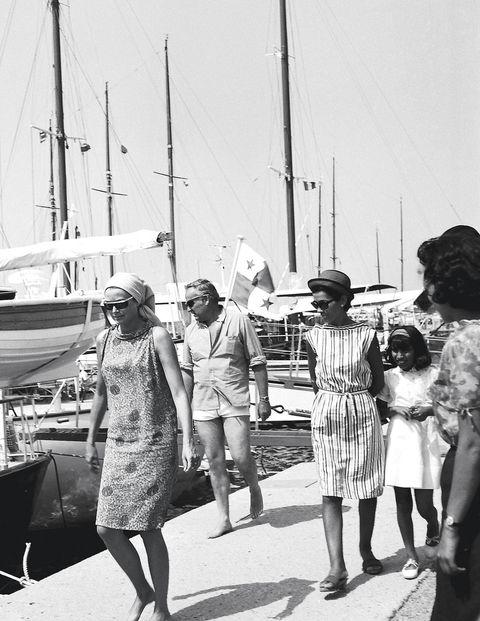 Watercraft, Standing, Dress, Boat, Monochrome, Black-and-white, Monochrome photography, Vintage clothing, Mast, Ship,