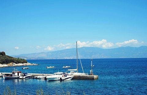 Watercraft, Water, Cloud, Coastal and oceanic landforms, Boat, Mast, Mountain range, Ocean, Lake, Sea,