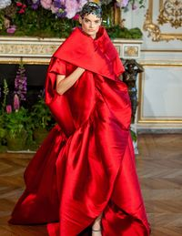I ADORE an opera coat and this one from Alexis Mabille is so regal and dramatic. An excellent way to make an entrance. Old school glamour!