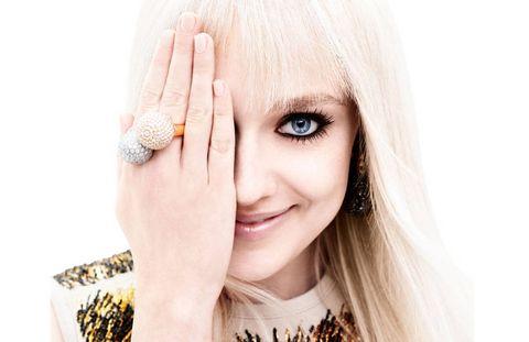 Finger, Skin, Eyelash, Beauty, Jewellery, Photography, Body jewelry, Blond, Eye liner, Nail,
