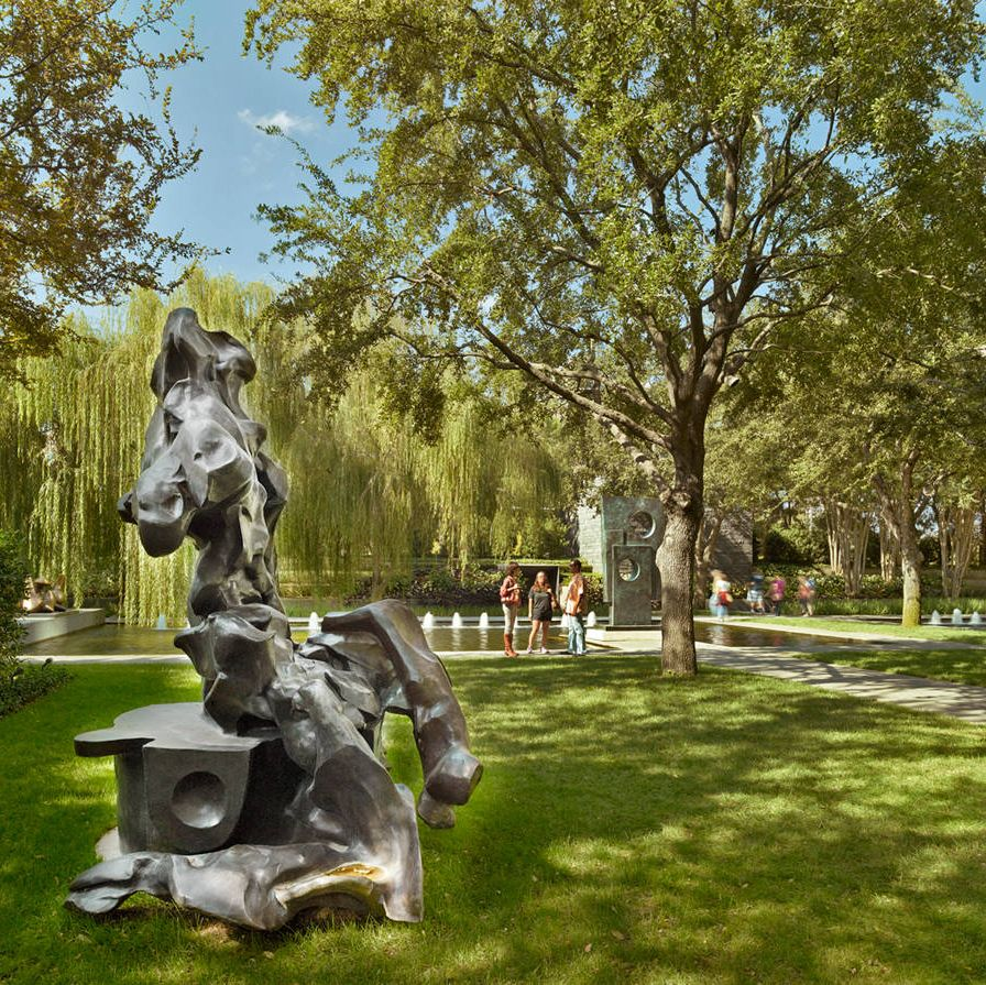 Seated Woman (1969), by Willem de Kooning, at the Nasher Sculpture Center.