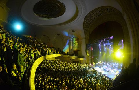 Crowd, Audience, Public event, Concert, Hall, Arch, Stage, Circle, Theatre, Auditorium,