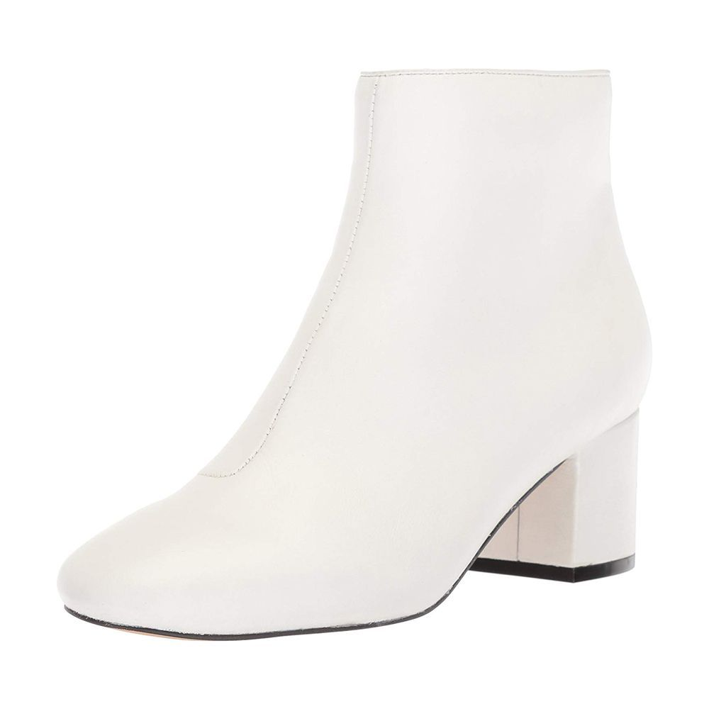 dcf32600b61 10 Best White Boots to Wear This Fall 2018 - Trendy White Boots