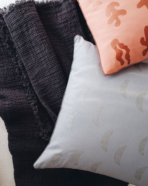 Best Place To Buy A Bed Online: 10 Best Places To Buy Throw Pillows