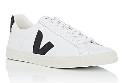 28fc3ddeac03e Meghan Markle Wears White Veja Esplar Sneakers for Invictus Games in ...