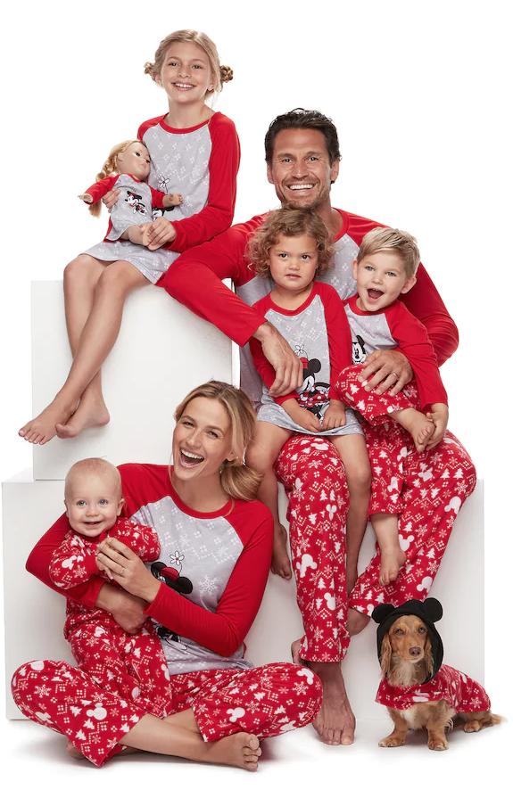 9d0ea9f67 25+ Matching Family Christmas Pajamas - Cute Holiday Pajamas Sets ...