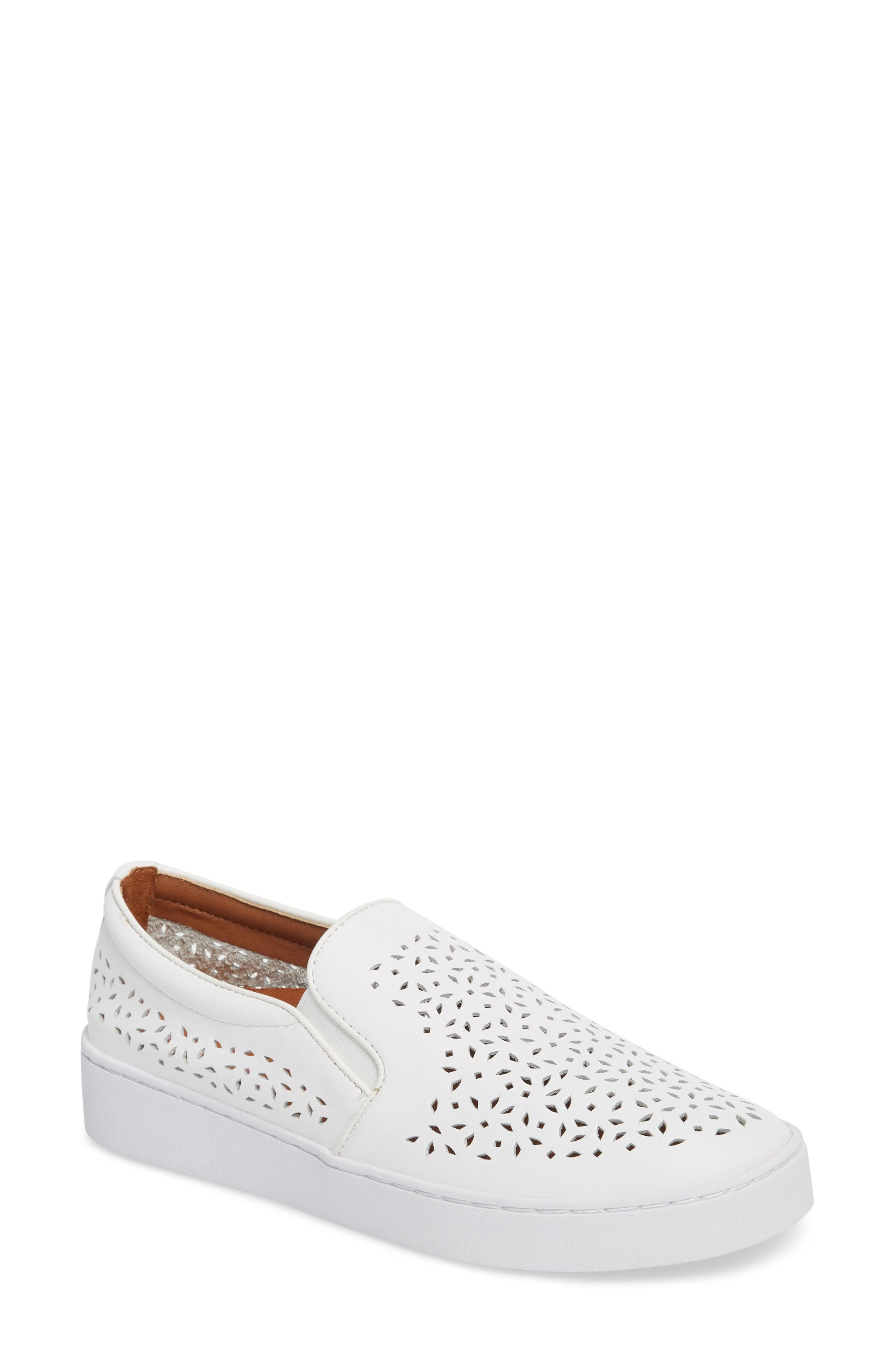 f2b9d6c44 Vionic Shoes Are 40% Off at Nordstrom