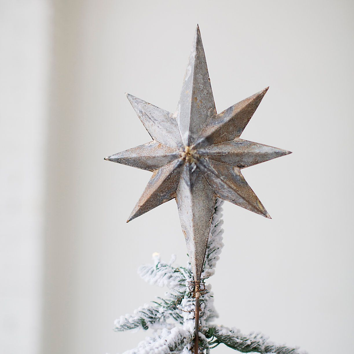 35 Unique Christmas Tree Toppers - Cool Ideas for Tree Toppers