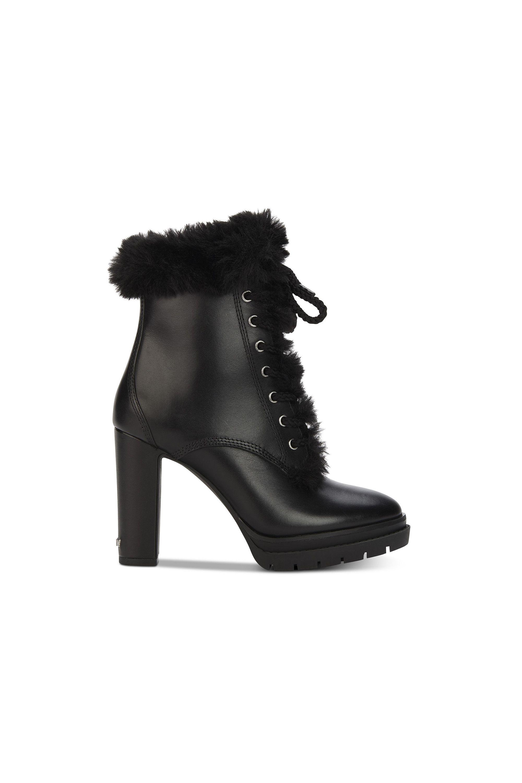 5c3f13e11a 18 Snow Boots for When It's Too Cold to Function