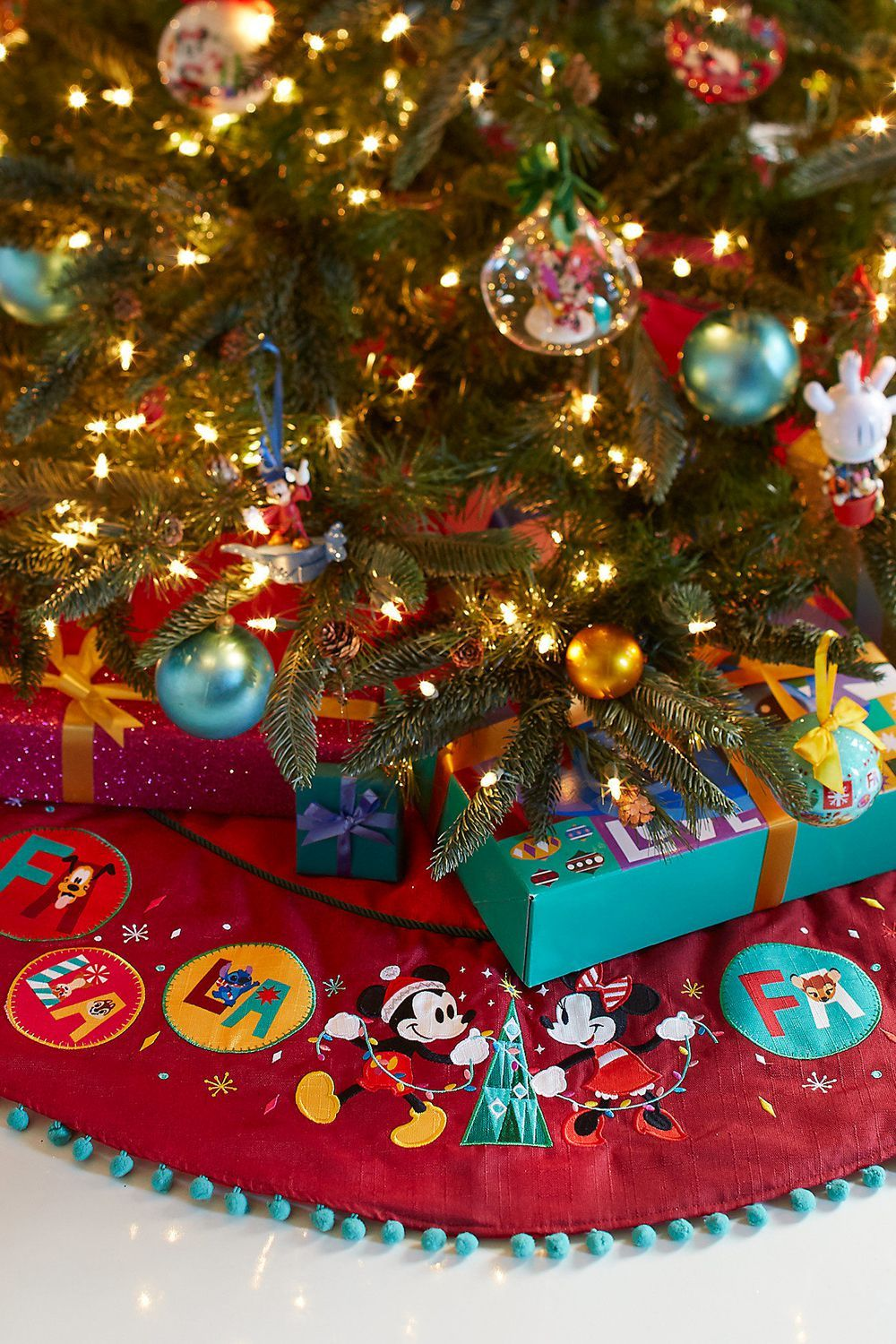 Disney Christmas Tree.Mickey And Minnie Mouse Holiday Tree Skirt