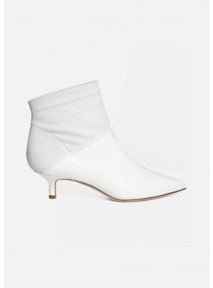 8b07f7123b4 25 Pairs of the Perfect White Boots-White Boot Trend at all Prices