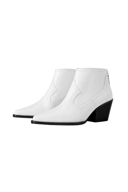 4d3611451 Best Shoes for Spring 2019 - Spring Shoe Trends 2019