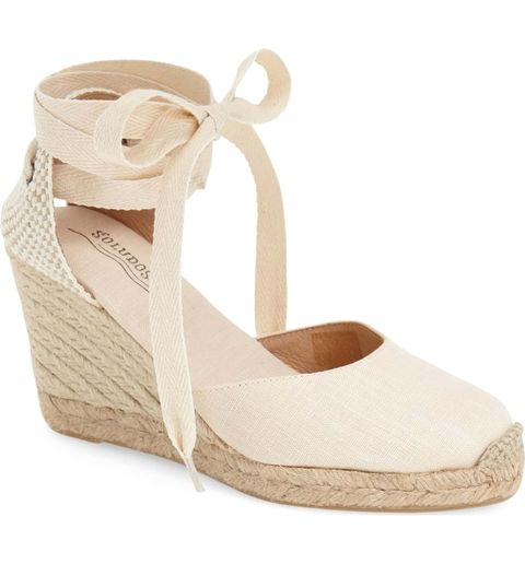 18 Chic Beach Wedding Shoes Sandals And Wedges For Brides In 2021