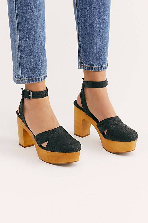 Clogs Are 2019's Newest Shoe Trend — Best Clogs 2019